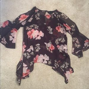Floral bell sleeved blouse